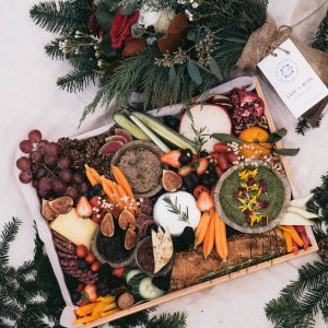 charcuterie holiday platter